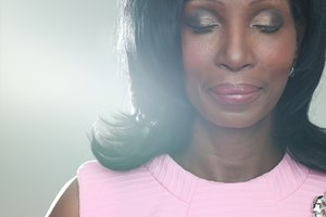 How to Do Makeup for 50-Year-Olds