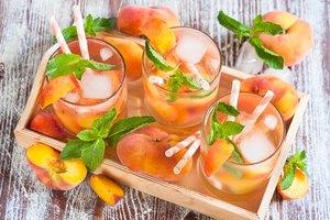 How to Make Applebee's White Peach Sangria