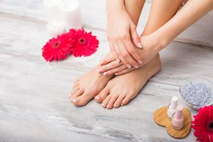 How to Lighten Skin on Hands & Feet