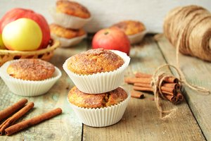 How to Make Cake Mix Muffins