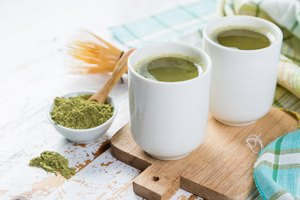How to Use Green Tea as an Alternative to Shampoo to Clean Hair