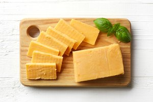 What Is the Difference Between Longhorn Cheese and Cheddar Cheese?