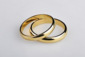 FAQ: Removing Scratches From Yellow Gold Wedding Bands
