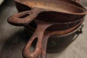 How to Remove Rust From a Cast-Iron Pan