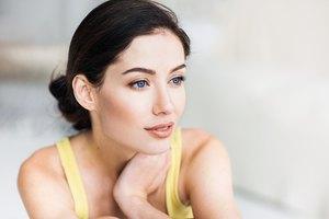 Makeup Tips for Dark Hair and Fair Skin