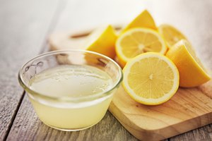 How to Soak Nails in Lemon Juice to Whiten Them