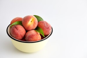 How to Keep Peaches From Turning Brown
