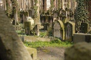 Jewish Funerals & Rocks