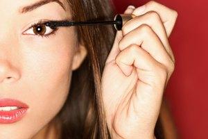 How to Moisten a Dry Tube of Mascara