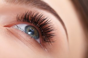 How to Use Latanoprost for Eyelash Growth