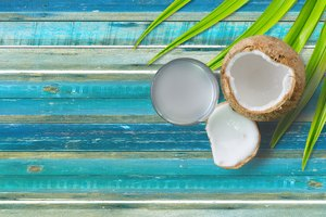 How to Mix Coconut Oil in Water for Hair Growth