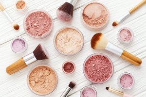 What Color Blush Should a Person With Pink Undertones Wear?