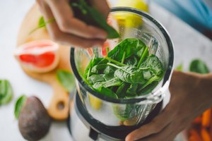 How to use hand blenders to make smoothies