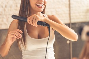 Difference Between a Flat Iron & a Straightening Iron