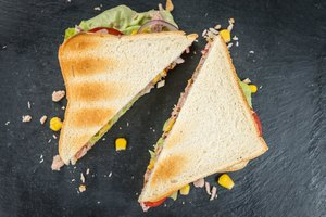 What Can I Serve With a Tuna Fish Sandwich?