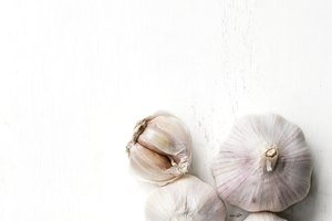 How to Use Garlic to Treat Coughs
