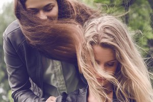 How to use dry shampoo for hair volume