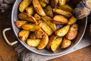 How to Keep Potatoes From Sticking to the Pan When Frying