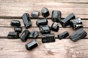 4 Most Popular Black Stones Used in Jewelry