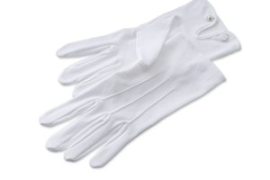 How to Clean White Gloves