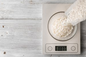 How to Weigh Food Without a Scale