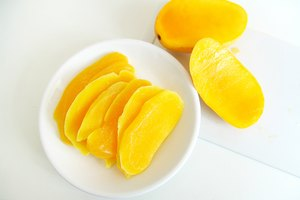 How to Dry a Mango Using the Oven