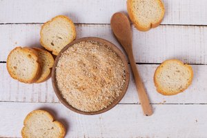 How to Substitute Dried Breadcrumbs for Soft Ones