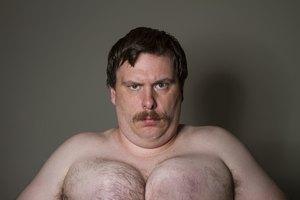 Formas naturales para reducir el tamaño de los pechos en hombres