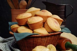 Difference Between Corn Muffins & Cornbread Muffins