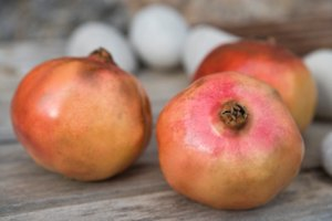 How to Make Pomegrante Oil