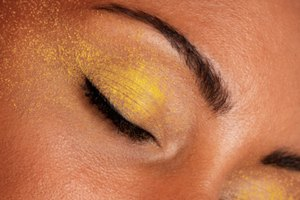 Cómo reafirmar efectivamente la piel flácida y suelta en los párpados
