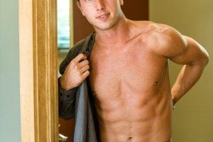 Cómo reducir la grasa en el pecho para los hombres