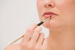 How to Use Eye Primer on the Lips