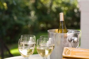 What Is the Difference Between Chardonnay & Zinfandel Wine?