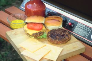 How to Use Liquid Smoke to Flavor Hamburgers