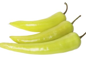 The Differences Between Mild & Hot Banana Peppers