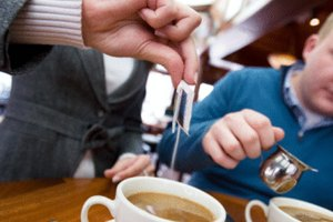 Cuántas calorías en una taza de café con leche y azúcar