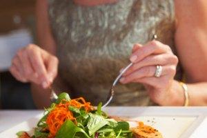 ¿Cuánto peso puedes perder tomando agua y comiendo ensaladas?
