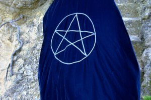 The Differences Between a Pentagram & an Inverted Pentagram