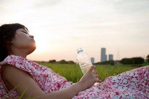 Cómo desinfectar botellas de agua