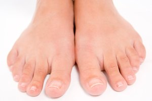 How to Apply Tea Tree Oil for Toenail Fungus