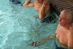 Ejercicios de piscina para fortalecer las piernas