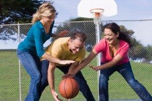 La importancia de jugar baloncesto
