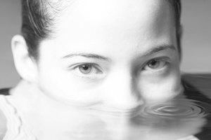 Debes de utilizar pinzas para la nariz para nadar?