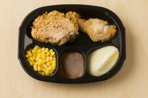 ¿Cuáles son las funciones del BHA y el BHT en los alimentos congelados?