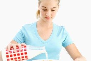 ¿Cuánta proteína debe consumir una niña adolescente diariamente?