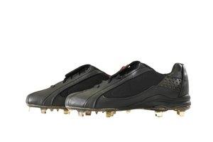 ¿Es malo caminar sobre concreto con zapatos de fútbol?