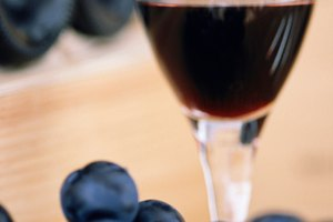 Foods to Eat With Port Wine