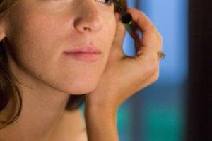 How to Fix Messy Eyelashes