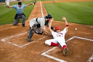 ¿Qué tan lejos esta el home plate de la segunda base en un campo de béisbol de una preparatoria?